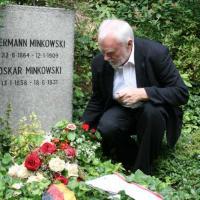 Blumenschmuck für Hermann Minkowskis Ehrengrab